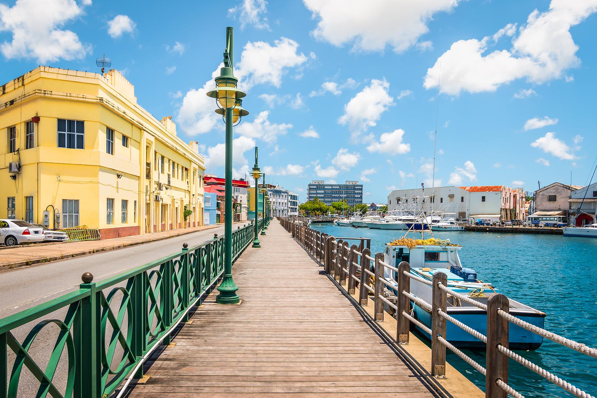 Paseo en el puerto deportivo de Bridgetown, Barbados.