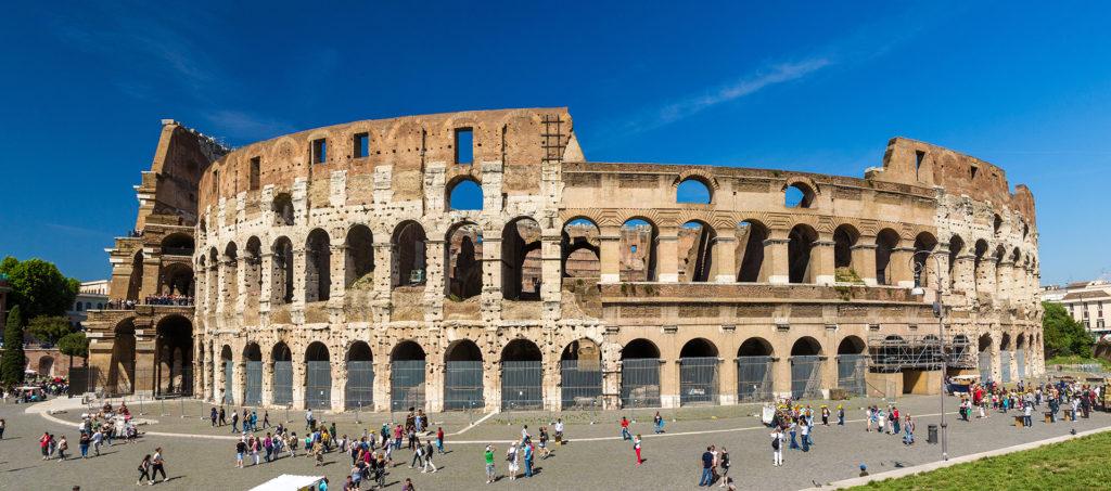 Continente de Europa - Anfiteatro Flavio (Coliseo) en Roma, Italia