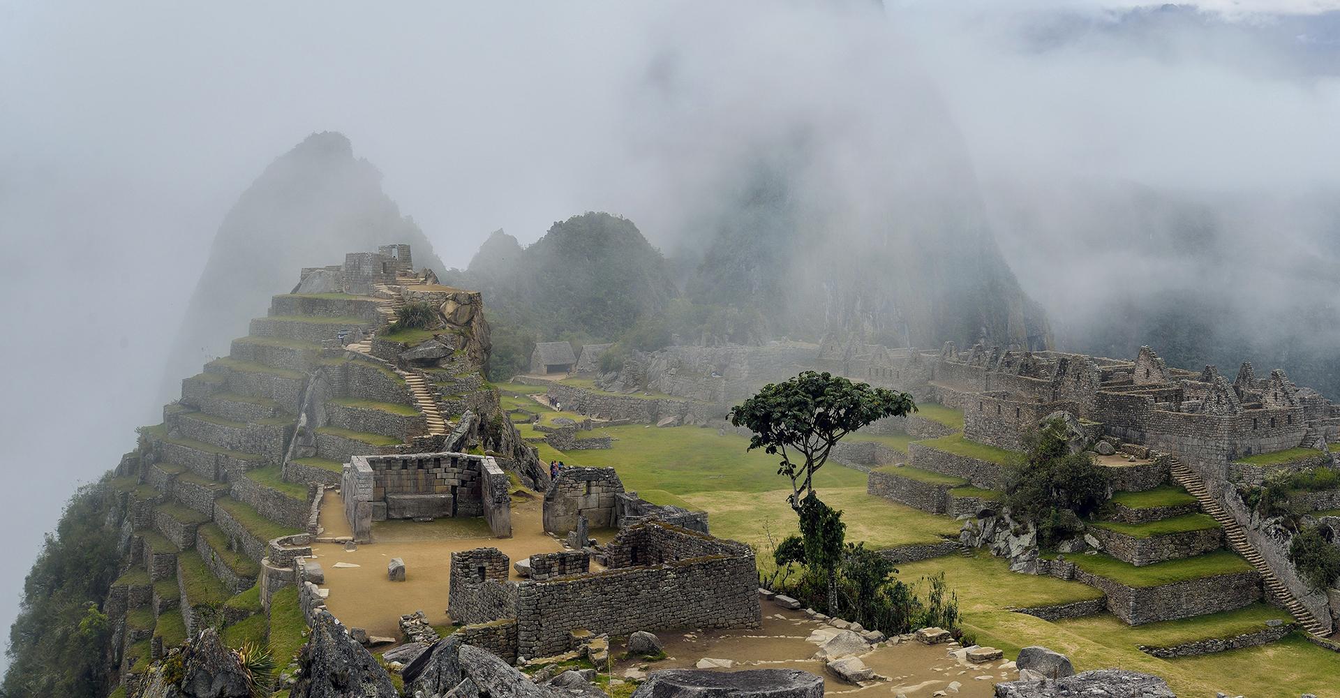 Machu Picchu entre nubes