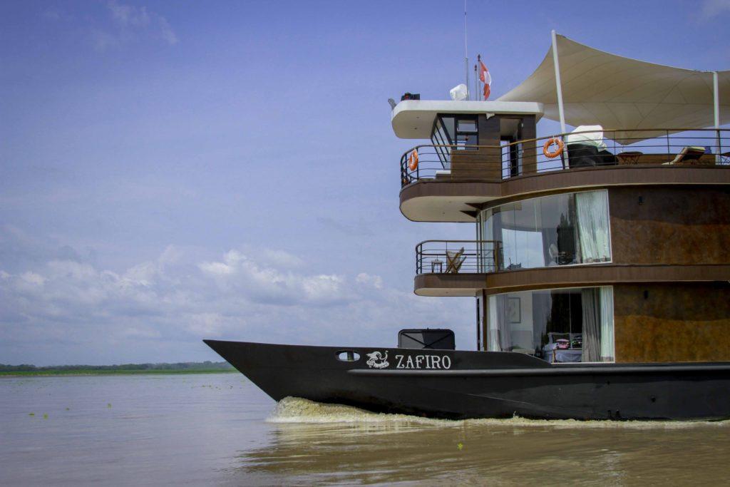 Navegando el Amazona con el crucero Zafiro