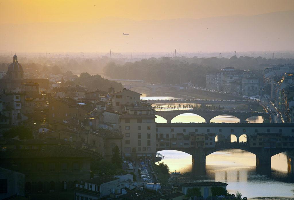 Atardecer dorado sobre Florencia Italia