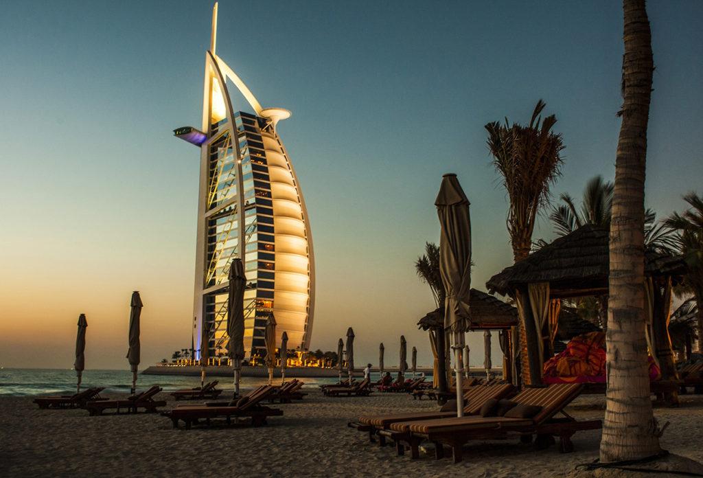 Atardecer en las playas Emiratos Arabes unidos Dubai