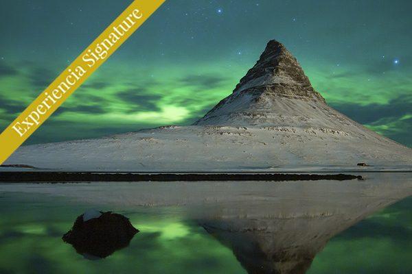 Monte Kirkjufell en Islandia con aurora boreal