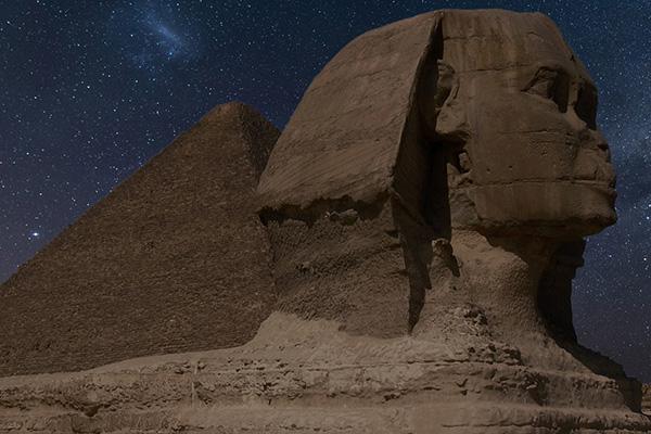 Monunmento-en-el-desierto-Piramide-Egipto grupales ASIVIAJO
