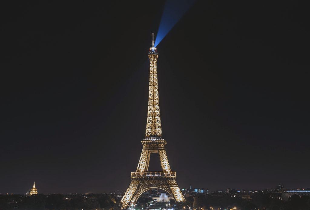 Torre Eiffel de noche París Francia