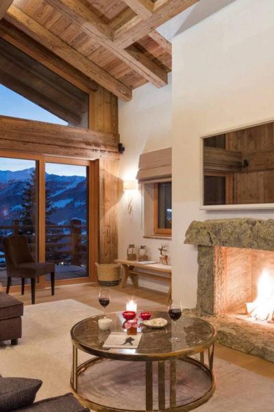 hotel con chimenea en invierno