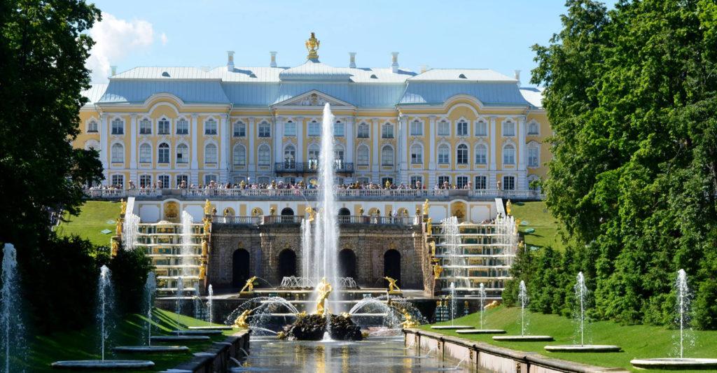 Palacio de Peterhof entrada Rusia