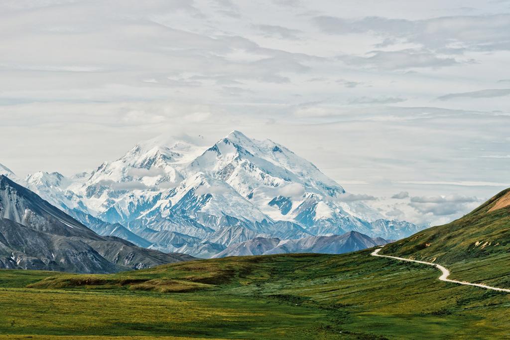 el pico de la montana mas alta de denali en america del norte alaska