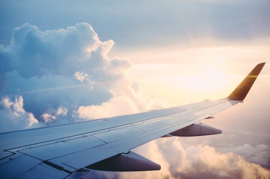 Avion sobre las nubes Asiviajo