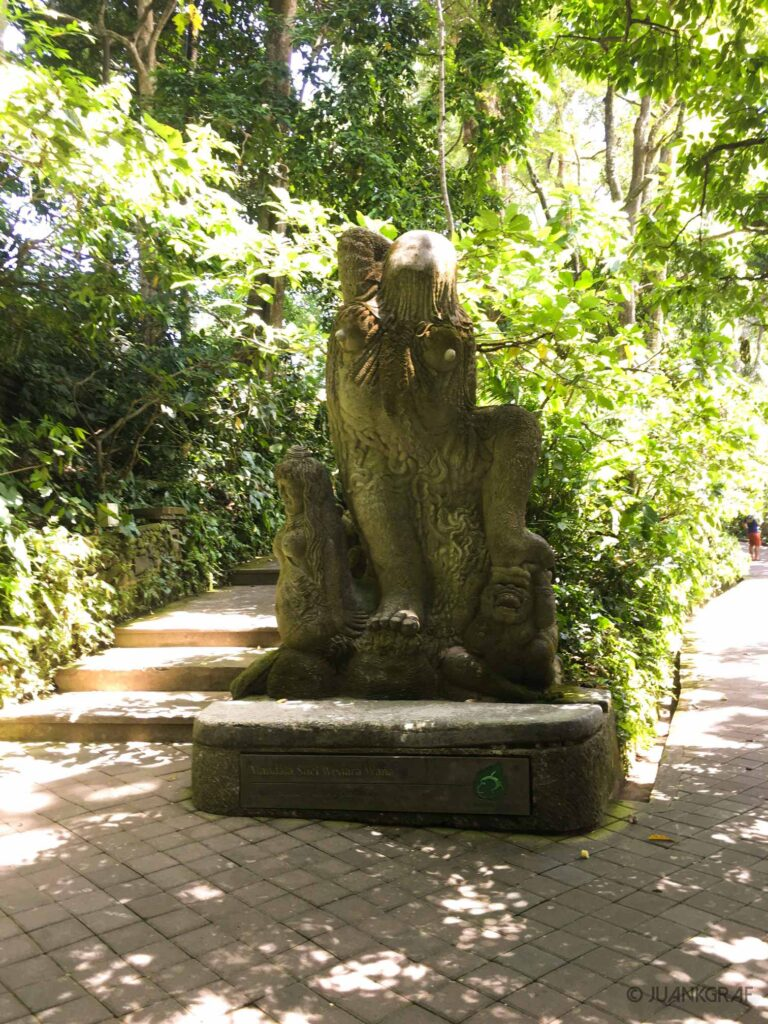 Escultura Monkey Forest