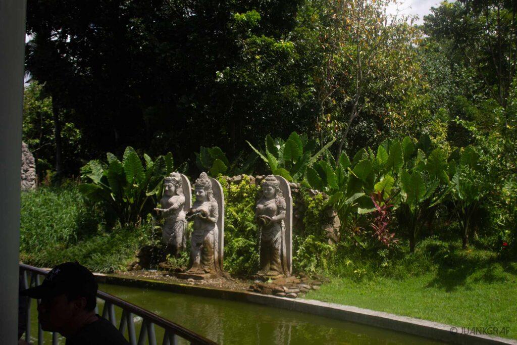 Esculturas area de Taquilla