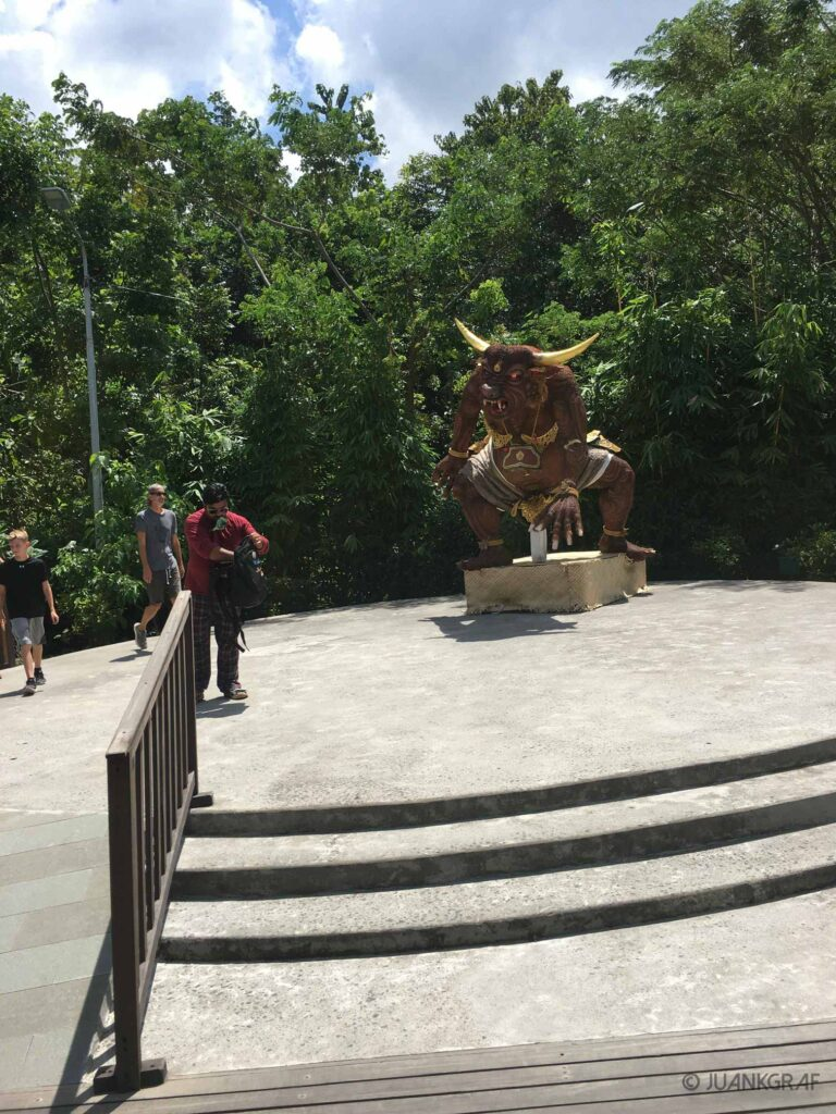 Minotauro en la entrada