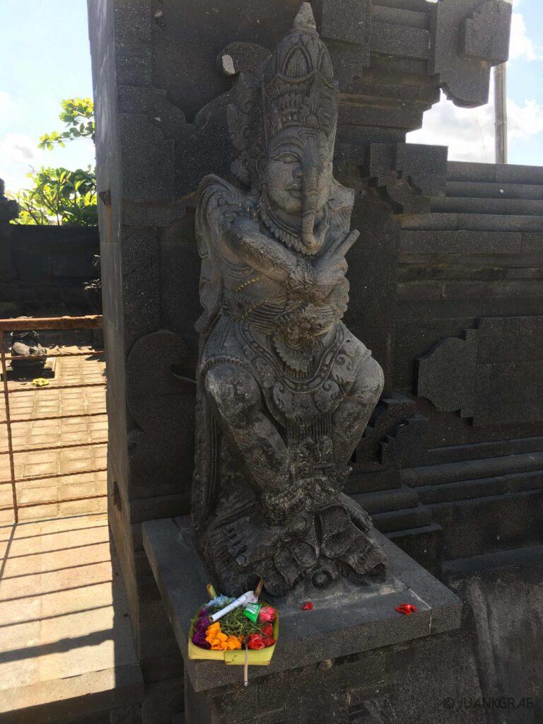 Ofrenda en un templo personal