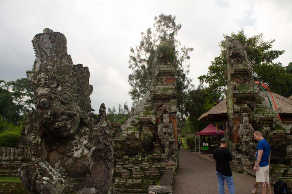 Taman ayun escultura entrada