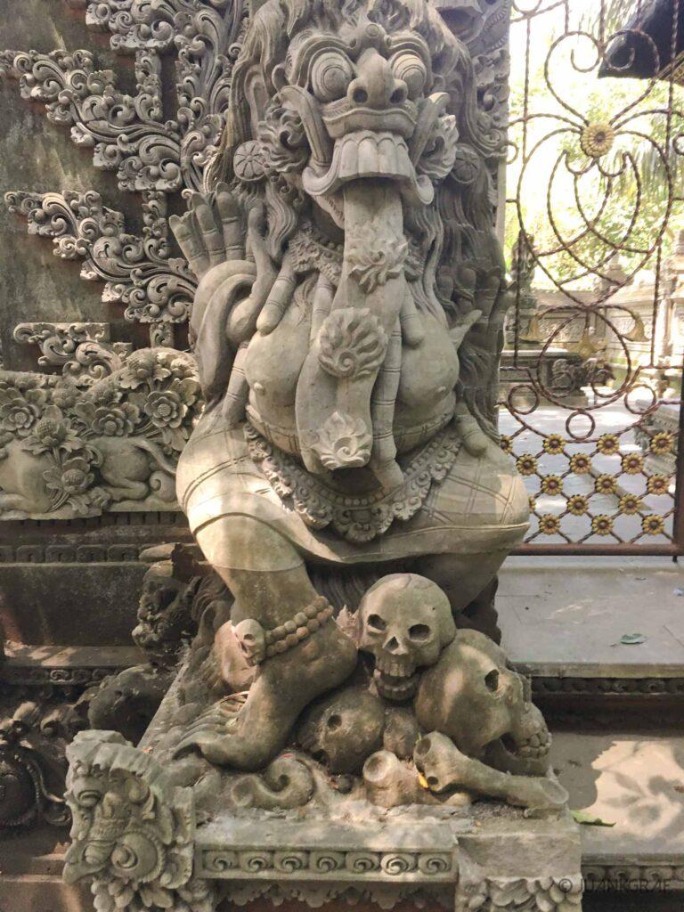 escultura templo monkey forest