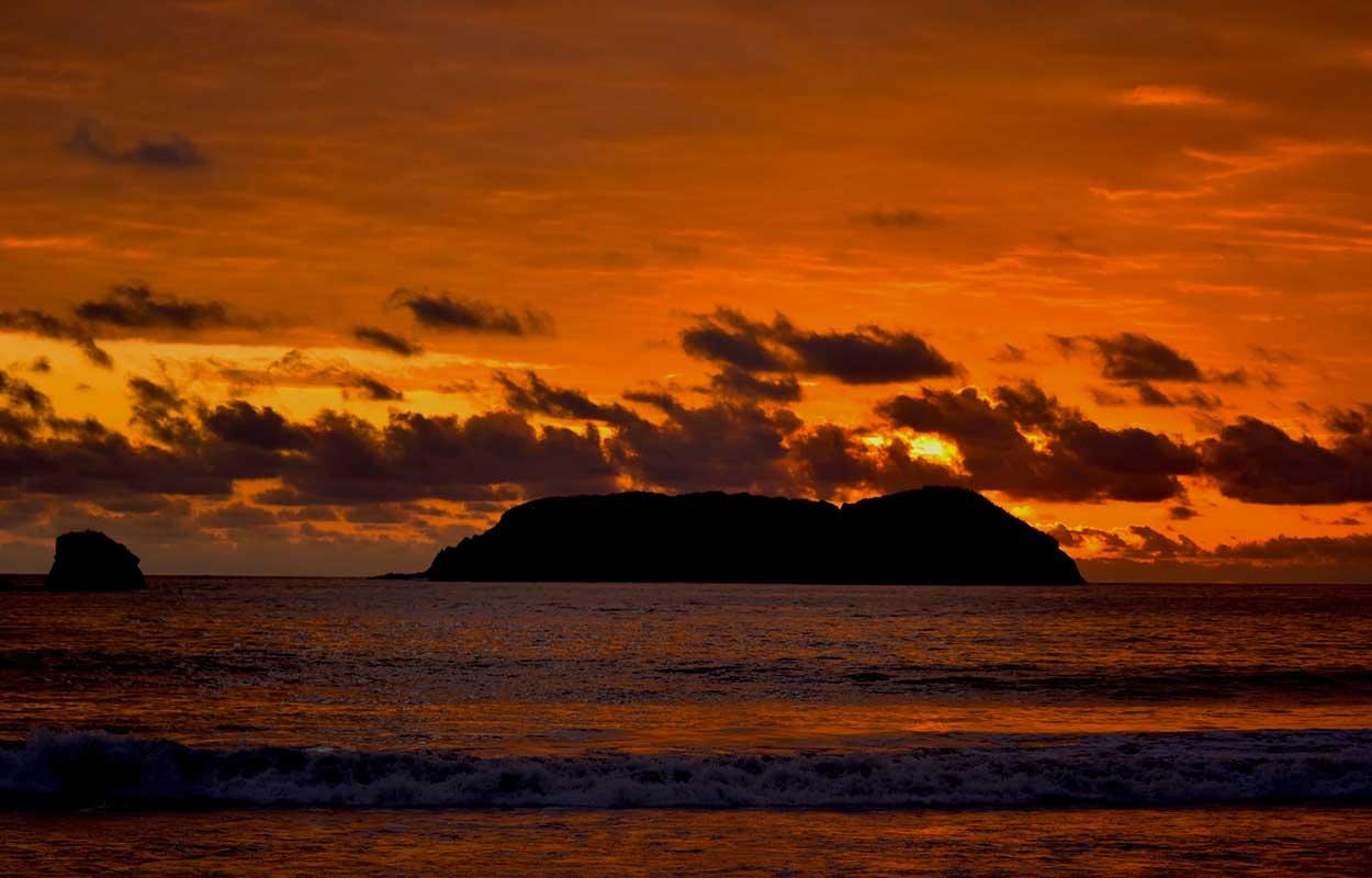 Atardecer Playa Manuel Antonio Costa Rica